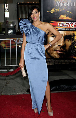 В Джошуа влюбилась темнокожая актриса Розарио Доусон. Красавица  буквально не давала ему проходу
