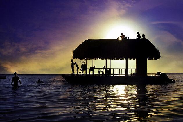 Таити закат бунгало