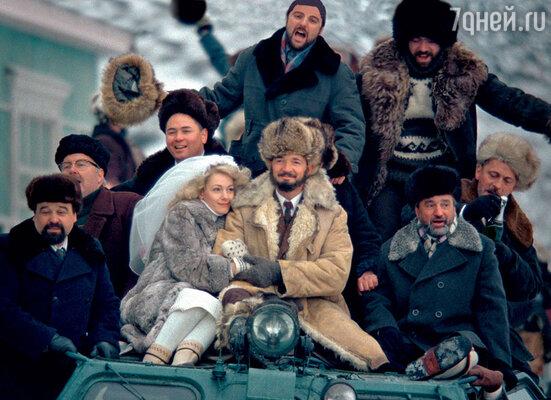 Свадьба начальника геологической партии (Егор Бероев) и его верной секретарши (Ольга Красько) удалась на славу