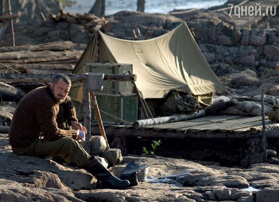 Брезентовые палатки, костры, тушенка в банках— быт экспедиции конца 50-х воспроизвели до деталей