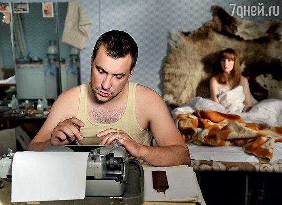 У героя Евгения Цыганова «таежный роман» с журналисткой в исполнении Ксении Кутеповой