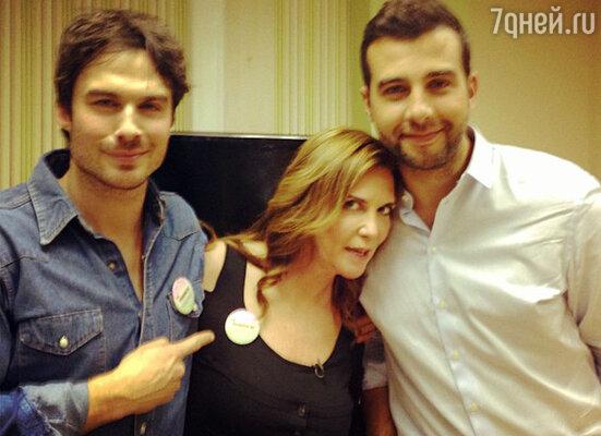 Иван поделился фото с Йеном и Иваной, весьма забавно подписав его: «Вот она, причина столпотворения Останкинского!»