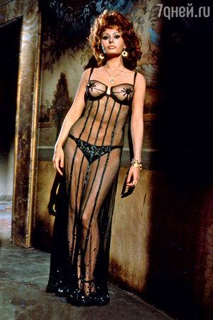 Знойной итальянке Софи Лорен всегда шли черные комплекты. 1964 г.