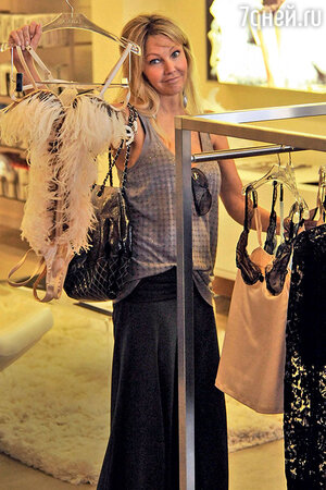 Выбор Хитер Локлир — боди, отделанное страусиными перьями