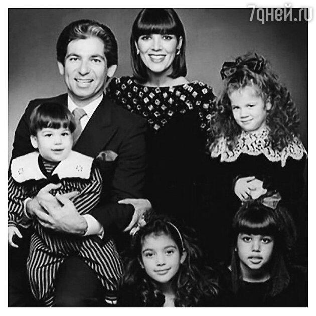 Роберт Кардашьян с женой и дочерьми