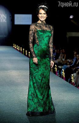 Модель показа Estet Fashion Week
