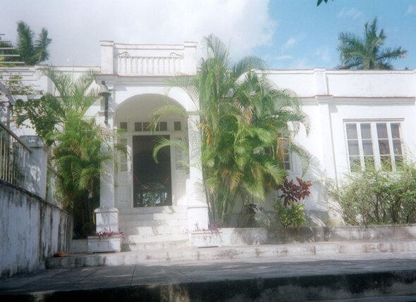Хемингуэй купил на Кубе роскошную виллу Finca Vigia, чтобы свить там любовное гнездышко с новой женой