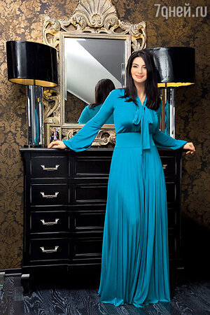 «Мне кажется, длинные струящиеся платья — это не только удобно, но еще и невероятно красиво и сексуально»