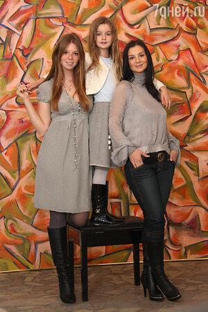 Екатерина Стриженова с дочерьми Анастасией и Александрой