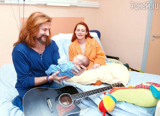 «Никита все время был со мной, помогал буквально во всем. Когда в первую ночь после родов медсестры предложили забрать сына, чтобы я смогла отдохнуть, Никита сказал: «Ни в коем случае. Пусть Марина отдыхает, а за сыном буду смотреть я!»