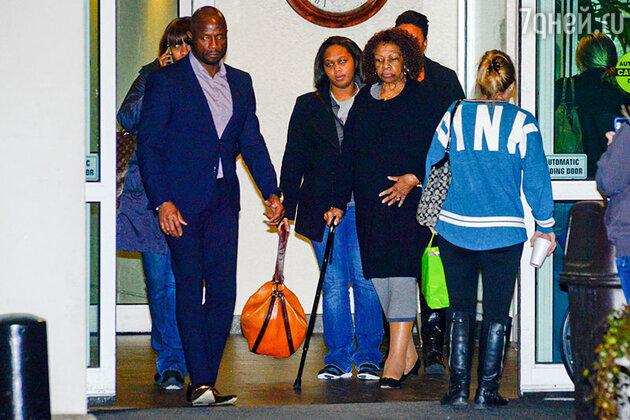 Родственники Бобби Кристины Браун в больнице