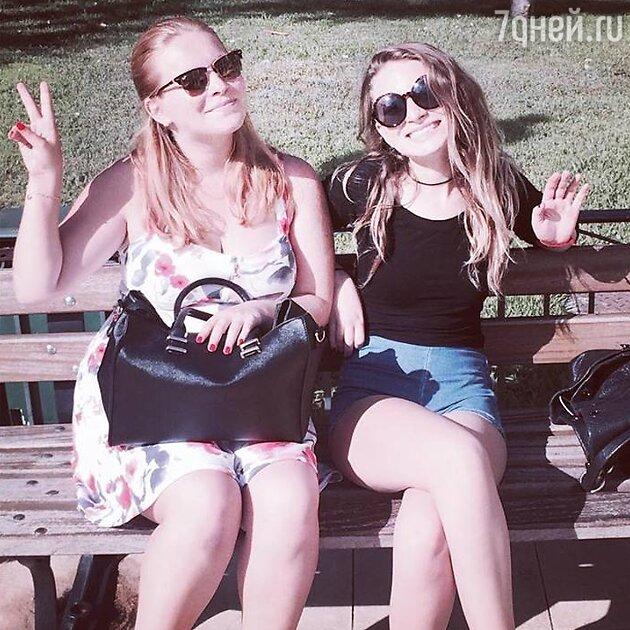 Полина и Лиза Агутины