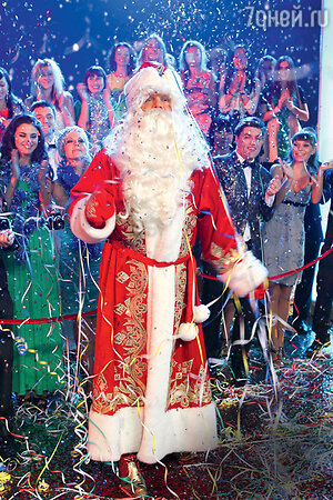 Алексей Кортнев примерил наряд Деда Мороза