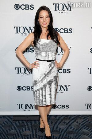 Люси Лью в платье Dolce&Gabbana