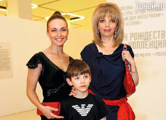 Екатерина Рождественская с Анной Снаткиной имладшим сыном Данилой