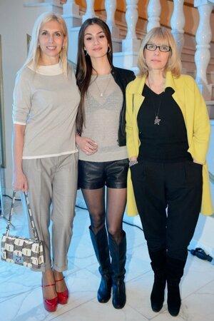 Алена Свиридова и Вера Глаголева с дочерью Настасьей Шубской на показе «Diego M»
