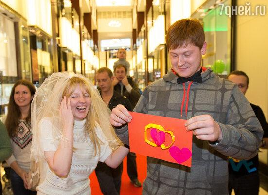 Все влюбленные смогли обвенчаться и получить именные сертификаты, подтверждающие церемонию венчания