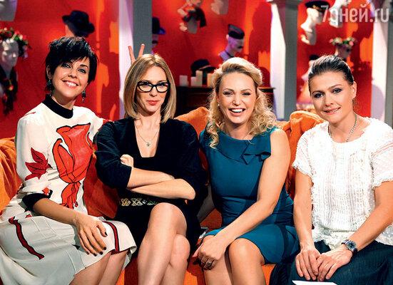 Ольга с Ритой Митрофановой, Аллой Довлатовой и Марией Голубкиной в программе «Девчата». 2012 г.