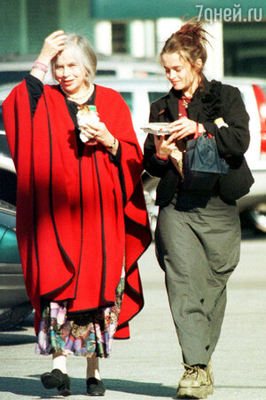 Хелена Бонем Картер с мамой на шопинге