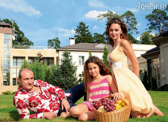 Михаил Турецкий с женой и ее дочерью Сариной