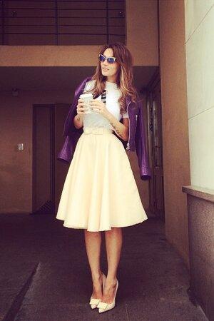 Алена Водонаева в куртке от Balenciaga и туфлях от Acne Studios