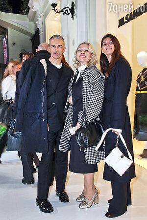 Екатерина Моисеева, Марта Берлин (директор по продажам Jil Sander в Европе и Азии) и креативный директор бренда Родольфо Пальялунга