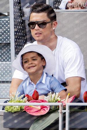 Криштиану Роналду с сыном Криштианиту