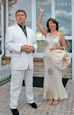 Вместе с женой Ириной Лев Лещенко прожил более трех десятков лет. Тридцатилетний юбилей семья отметила в 2008 году