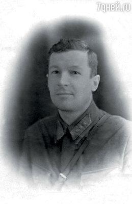 Сын кадрового офицера Валерьяна Лещенко, Лев Лещенко ни минуты не сомневался, служить или не служить...