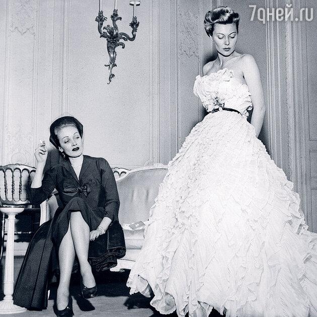 Марлен Дитрих (слева)