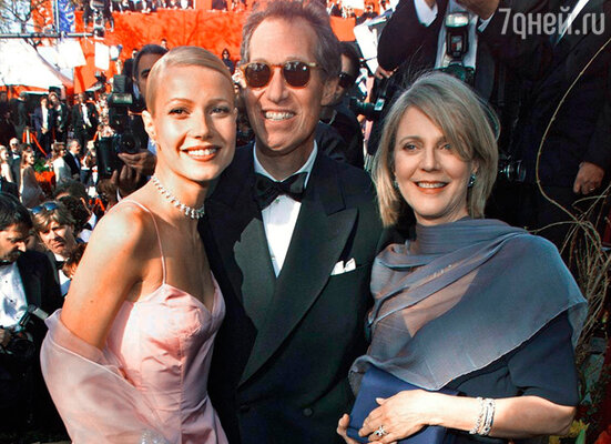 С родителями — отцом Брюсом и матерью Блит — на церемонии вручения «Оскара». 1999 г