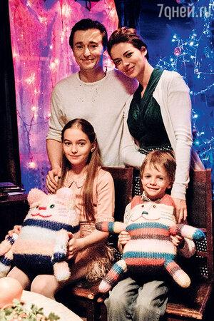 Сергей Безруков, Марина Александрова, Настя Безрукова и Петр Терещенко