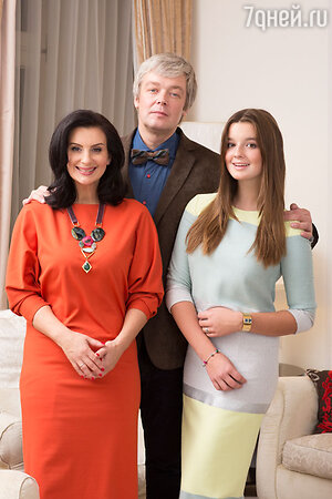 Александр и Екатерина Стриженовы с дочкой Александрой