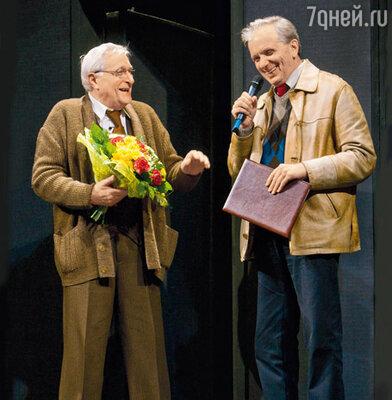 Олега Басилашвили поздравляет Евгений Стеблов