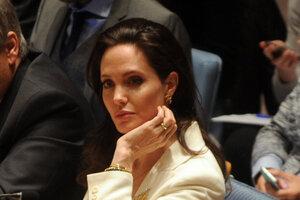 Крестная мама Анджелины Джоли отказывается общаться с актрисой