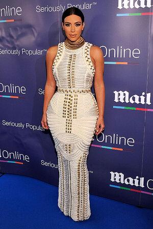 Ким Кардашьян в платье от Balmain
