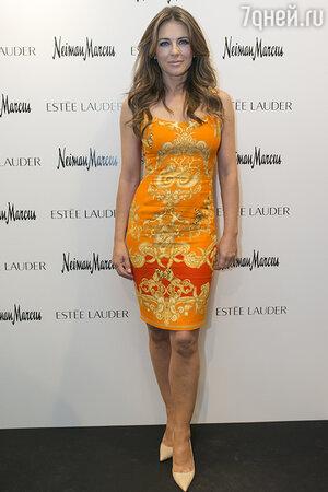 Элизабет Херли в платье от Versace