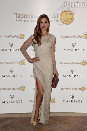 Виктория Боня в платье  Izeta
