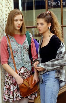 Клэр (слева) сыграла главную роль в сериале канала АВС «Моя так называемая жизнь». Ее героиню Анжелу Чейз зрители сразу же полюбили