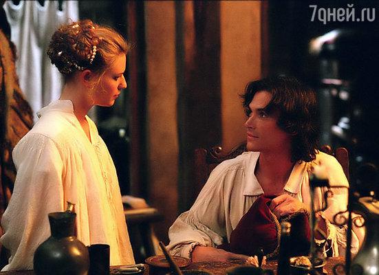 На съемках костюмной драмы «Красота по-английски» Клэр Дейнс едва не грохнулась в обморок. Хорошо, что рядом оказался Билли Крудап. (Кадр из фильма)