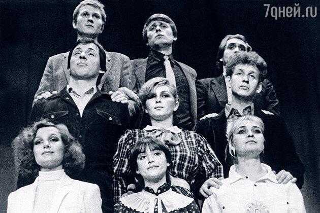 Елена Мольченко и Анатолий Лобоцкий на капустнике «Посвящение в актеры» на сцене ВТО, 1988 год