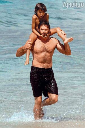 Хью Джэкман с сыном Оскаром в Австралии