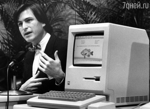 Вместо того чтобы сделать «Macintosh» хорошим или конкурентоспособным компьютером, Джобс сделал его легендарным. 1984 г.
