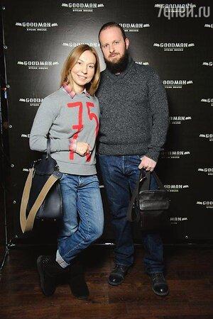 Елена Усанова на открытии стейк-хауса, 12.12.2013