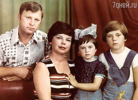 Наташа Королева с родителями и сестрой