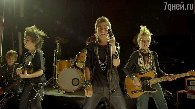 Кадр из клипа «Блюз 16+»
