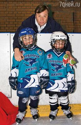 Мои «масики» занимаются  в хоккейном клубе «Серебряные акулы»  и делают большие успехи