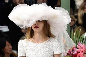 Показ Chanel haute couture на Неделе высокой моды в Париже