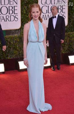 Джессика Честейн была одета в небесно-голубое платье из коллекции «Calvin Klein» — цвет ей к лицу, но вот фасон!