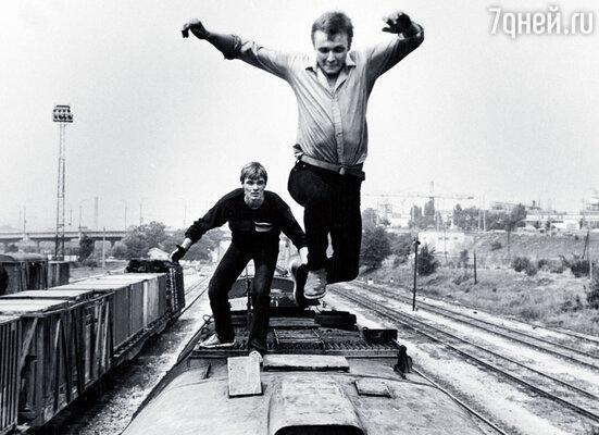 В фильме «Поезд вне расписания» многие трюки мы с Игорем Шавлаком выполняли без дублеров
